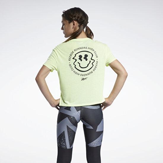 תמונה של Run Essentials Short Sleeve Graphic טי שירט